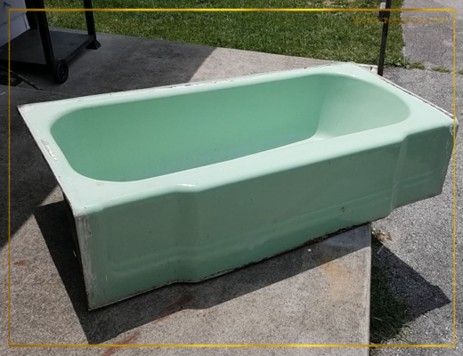 Retro Ming Green Bathtub