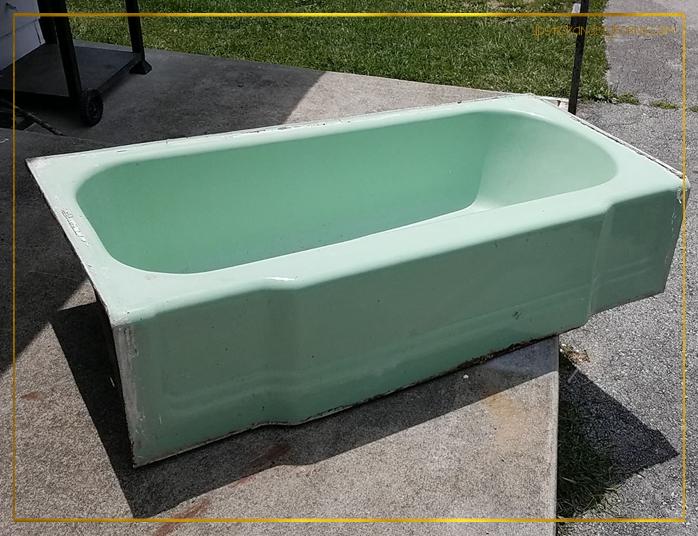 Retro Ming Green Bathtub